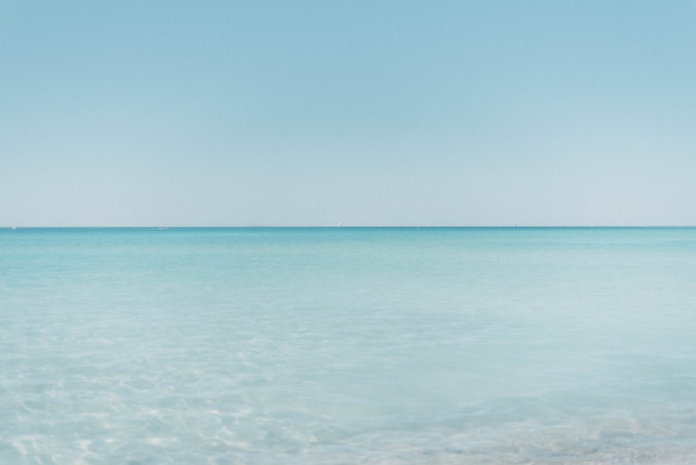 calm sea water during daytimee