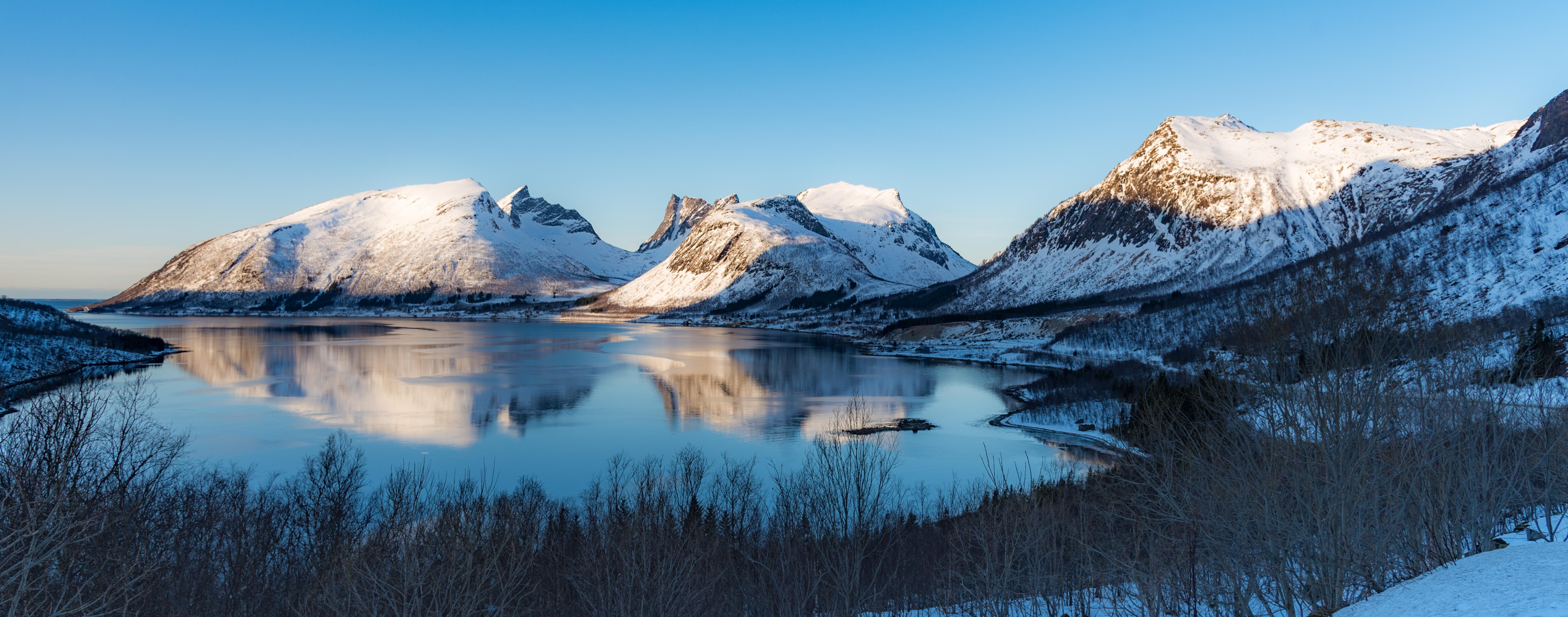 snow mountain range during daytime
