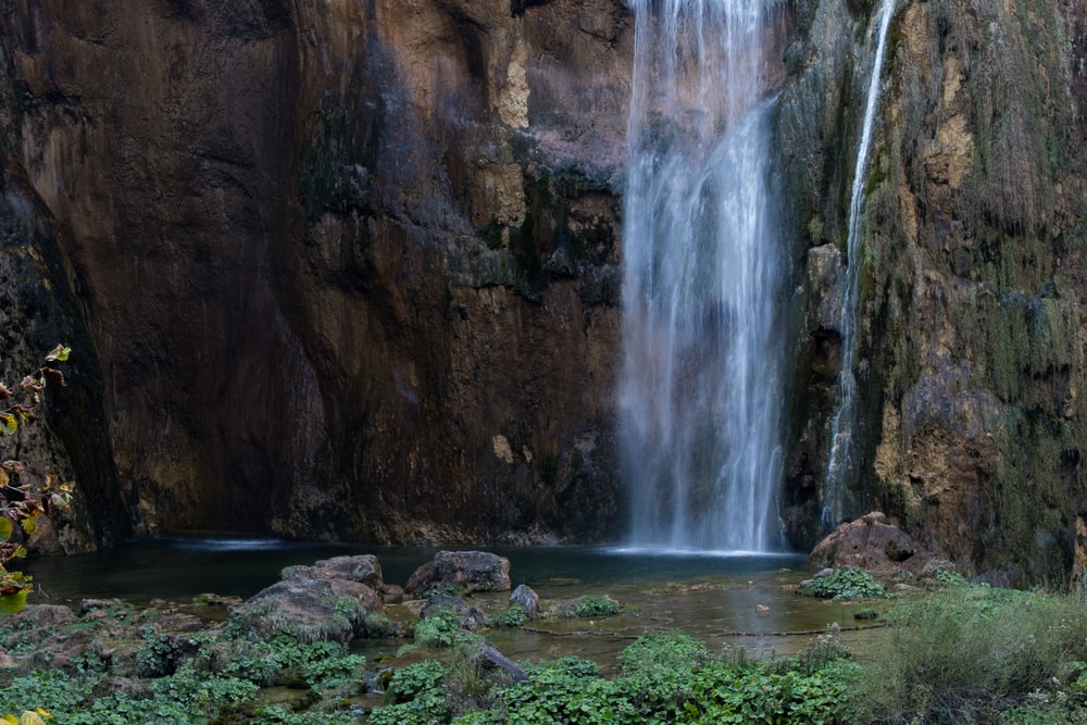 waterfall at daytime landscape photography