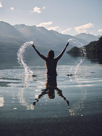 Viaje a la patagonia lugar mágico, esta foto es un atardecer en el parque nacional los alerces. Buscando un poco de arte en el agua.