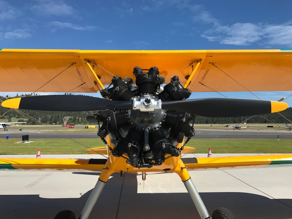 close photo of propeller plane