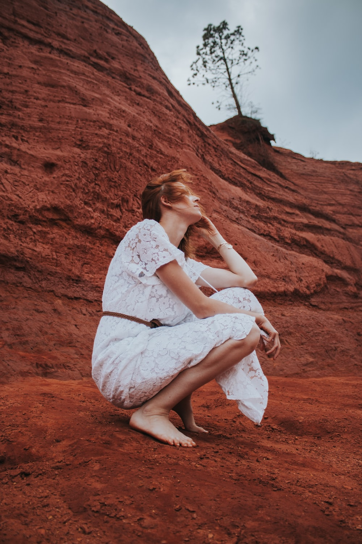 woman wearing white derss
