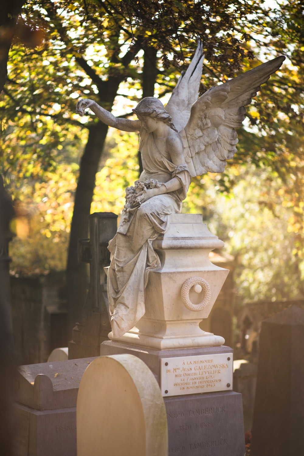 angel statue at daytime