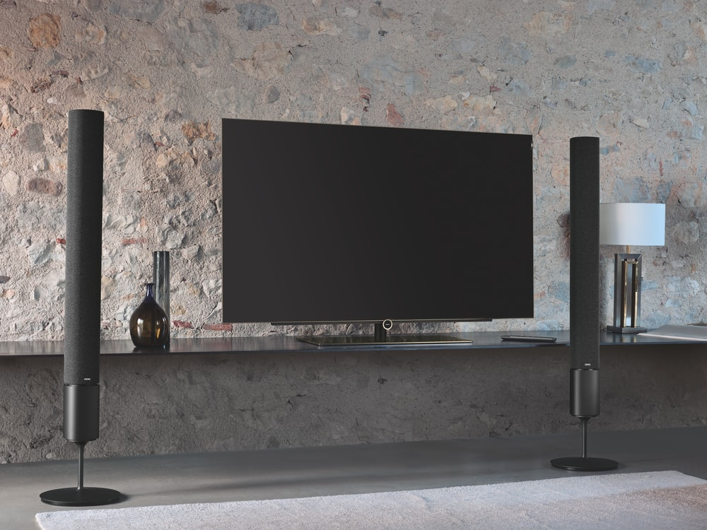 flat screen television with tower speakers