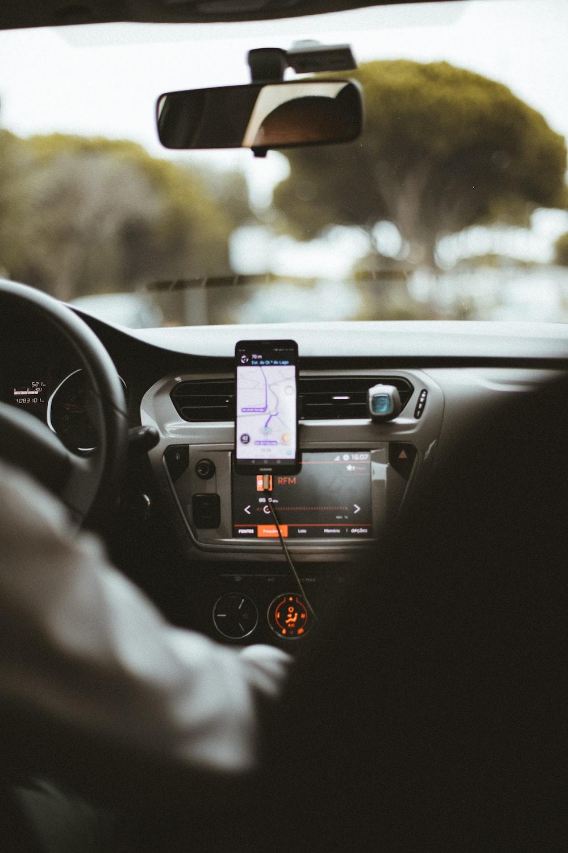 smartphone mount inside car
