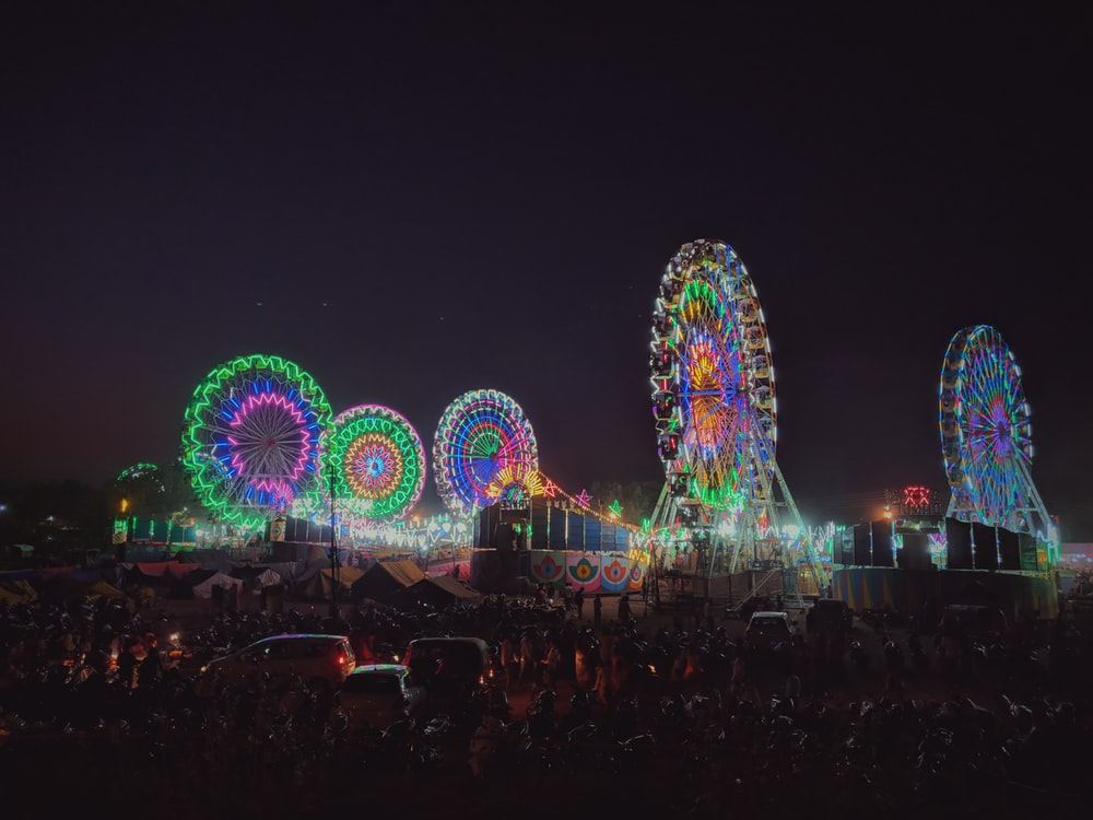 lighted ferris wheel during nightime