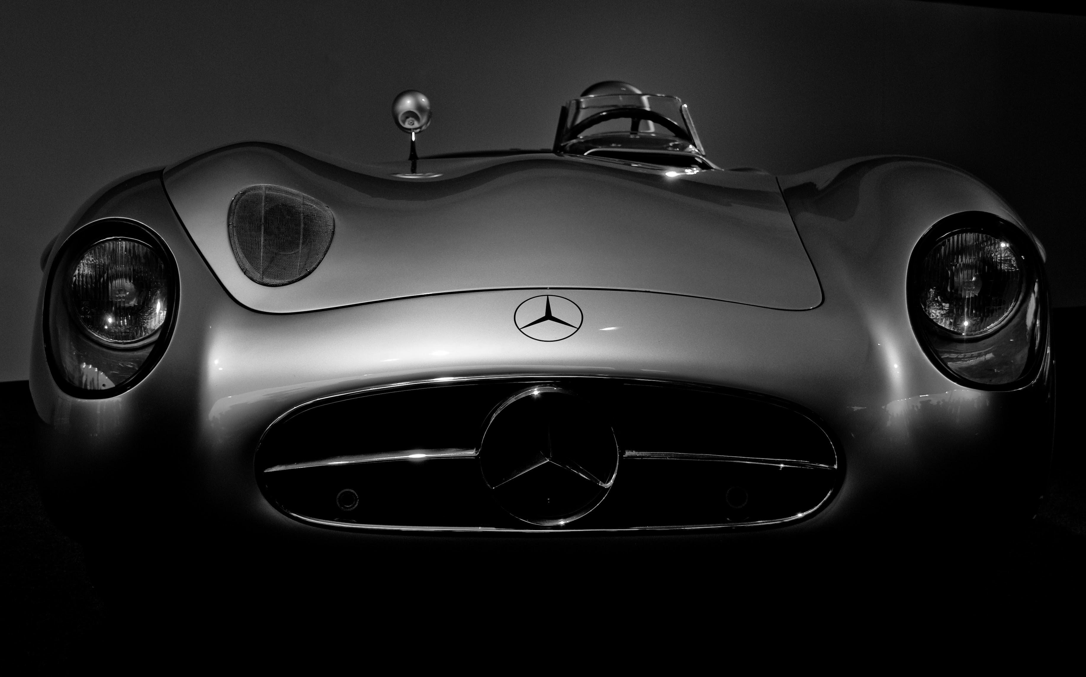 gray Mercedes-Benz car