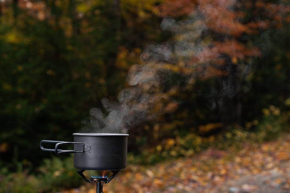 black stock pot during daytime