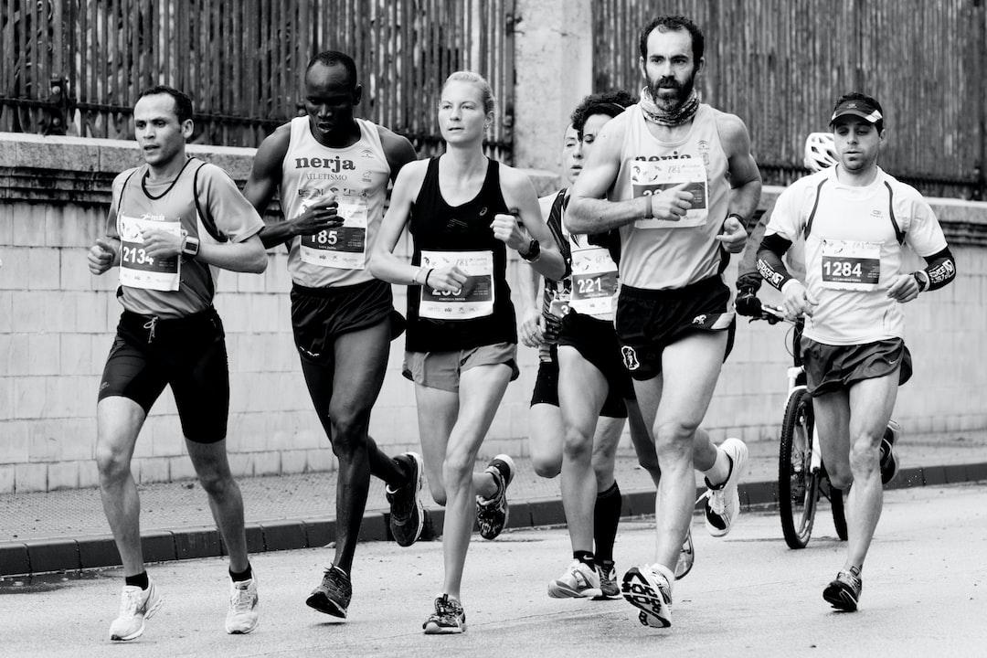 """Momento en que estos atletas pasaban por el Paseo de los Curas, corriendo la Media Maratón de Málaga 2018 y la he titulado """"Ilusionados"""" porque es lo que imagino que más de uno iría pensando. Ilusionado en llegar a meta y hacer la marca para la que dedicaron tantos dias de entrenamiento."""