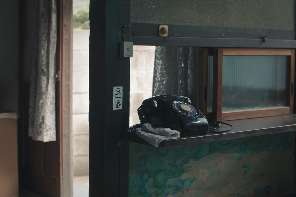 black rotary dial phone