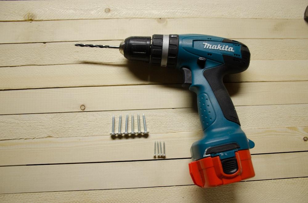 blue and black Makita drill