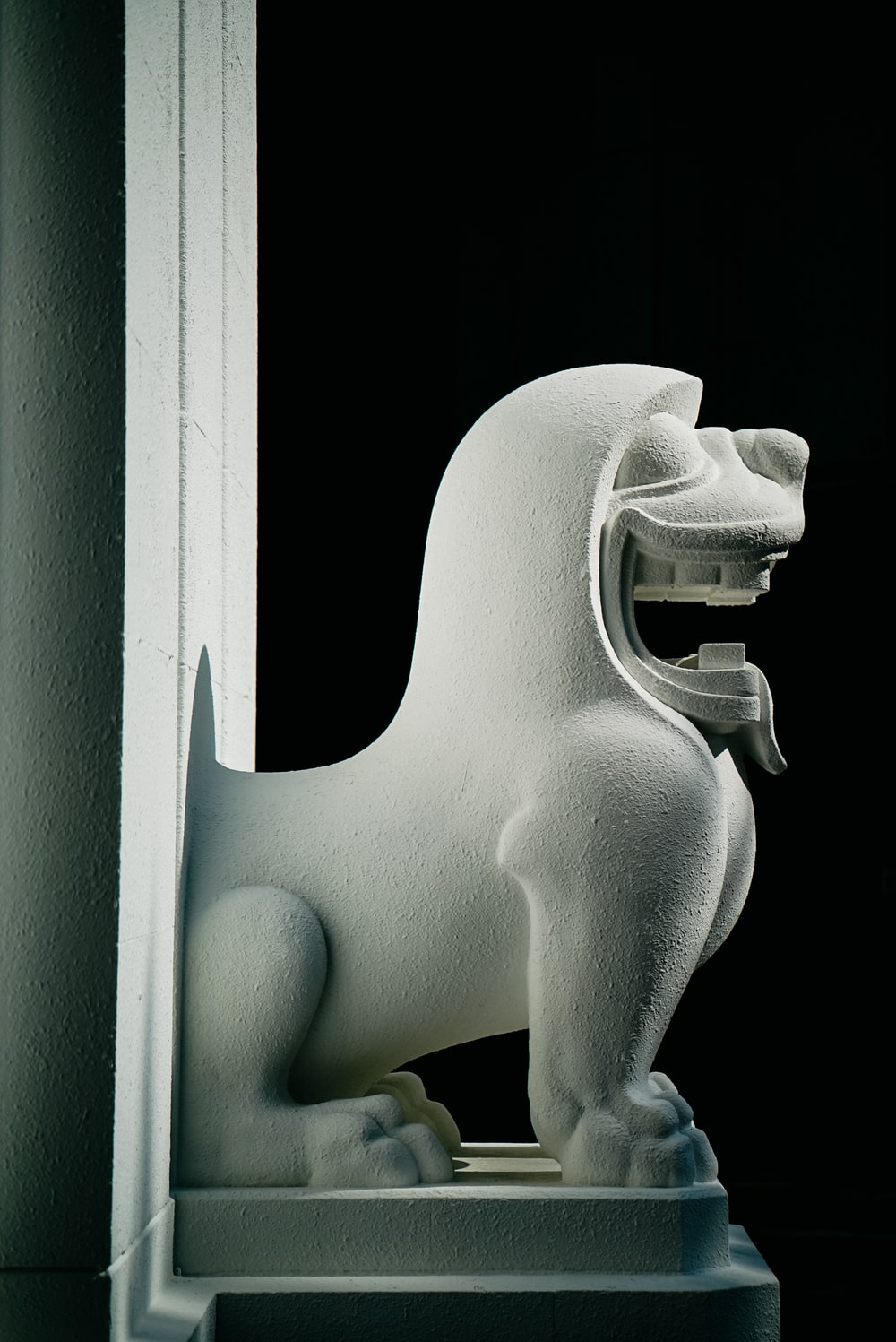 white lion statue