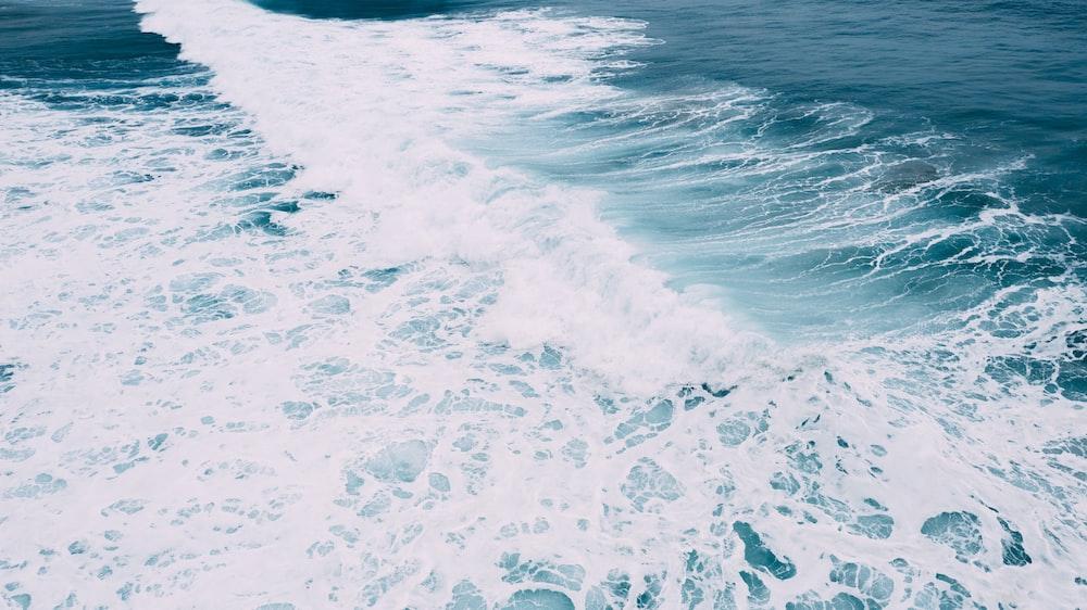 sea waves crashing at sea during daytime