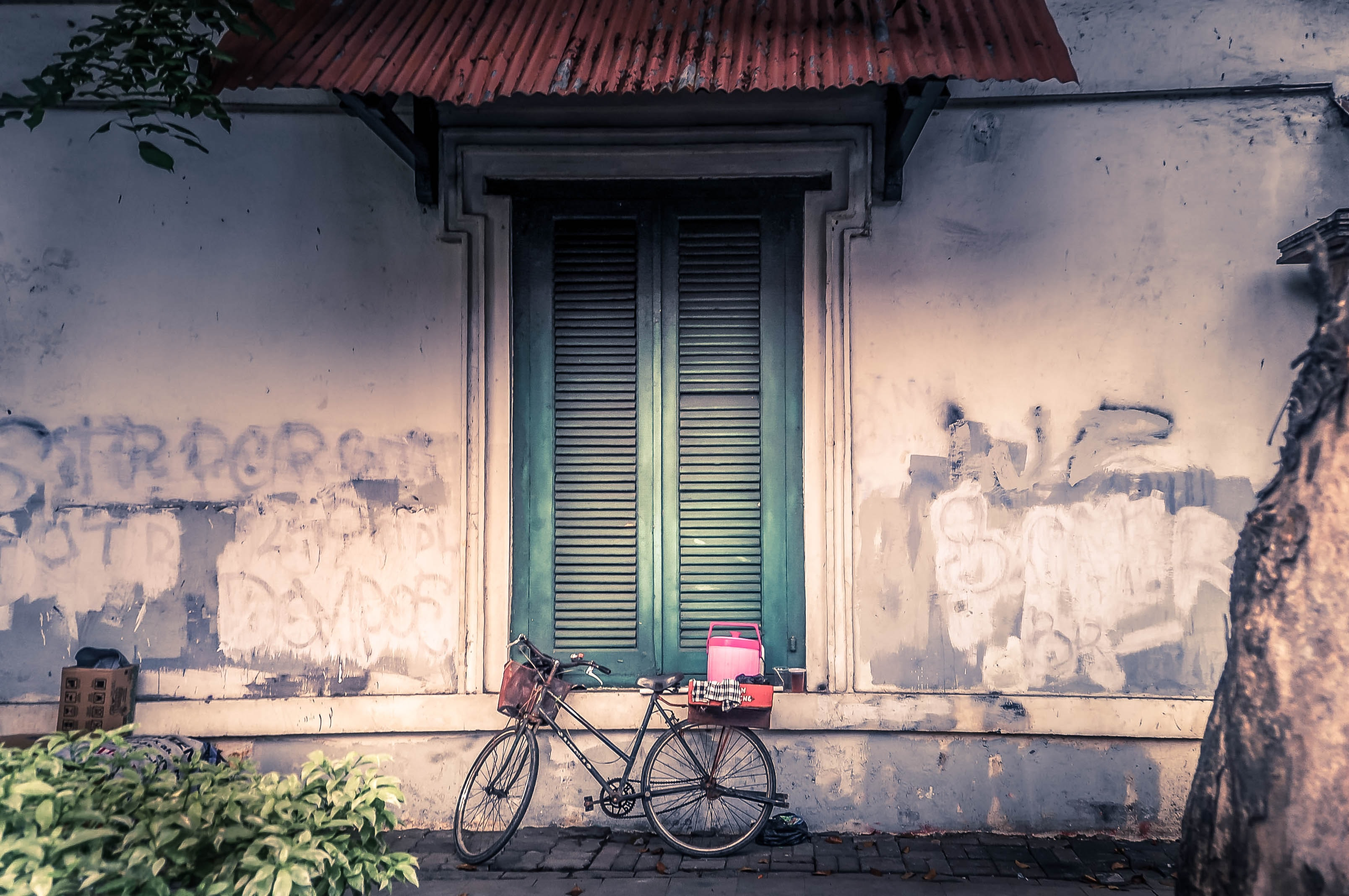bicycle lean on white wall