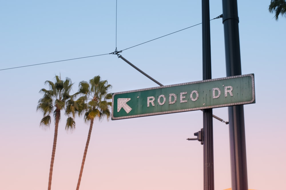 Rodeo Dr street signage on post