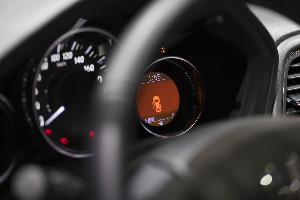 black vehicle steering wheel