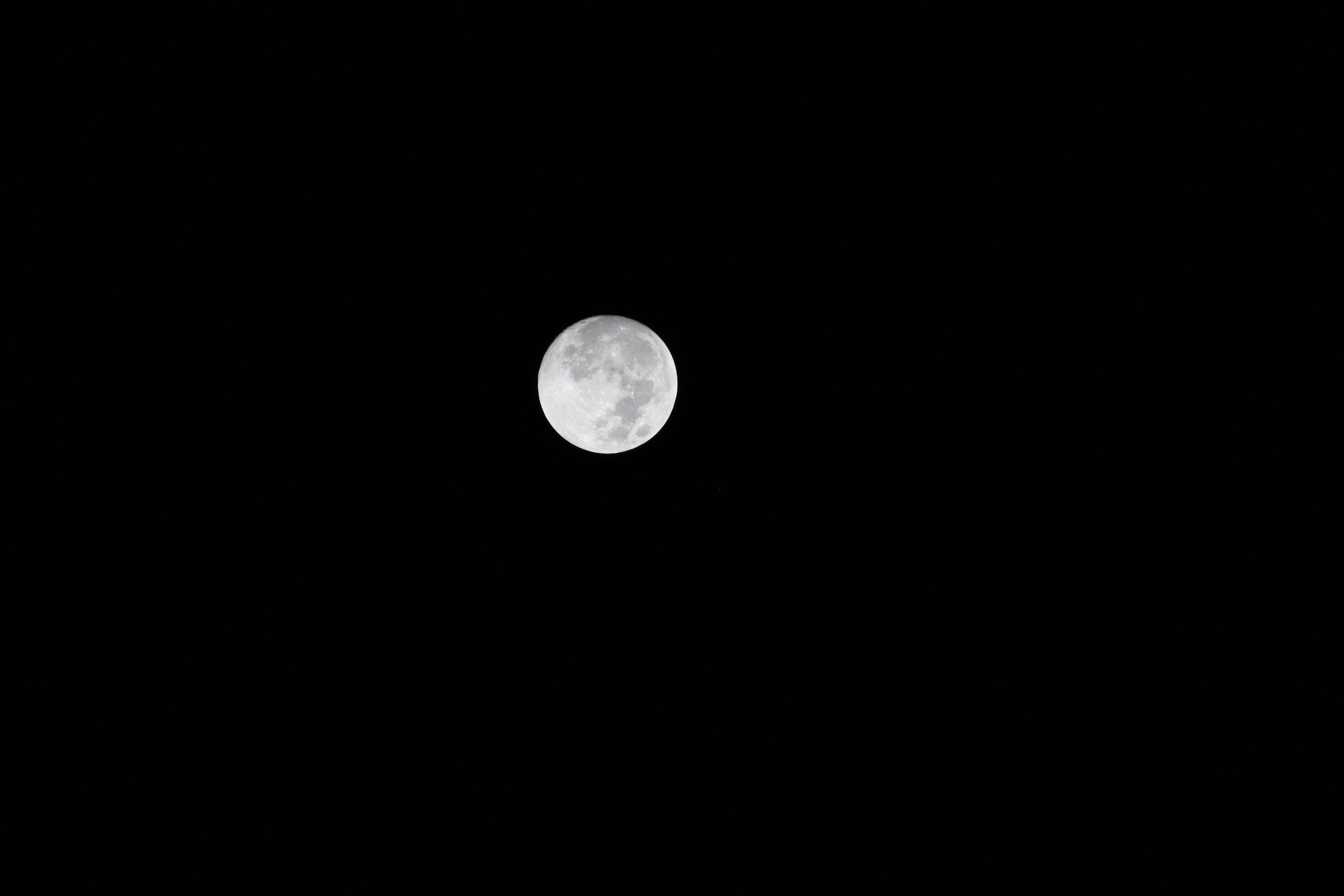 gray full moon at nighttime