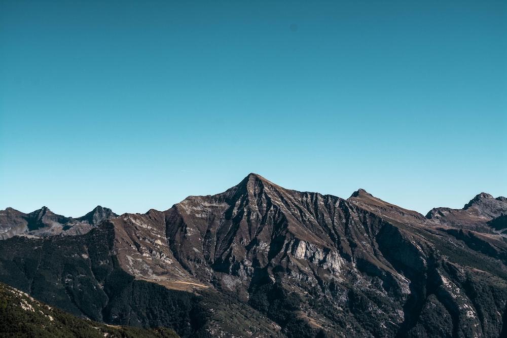 brown and white mountain range