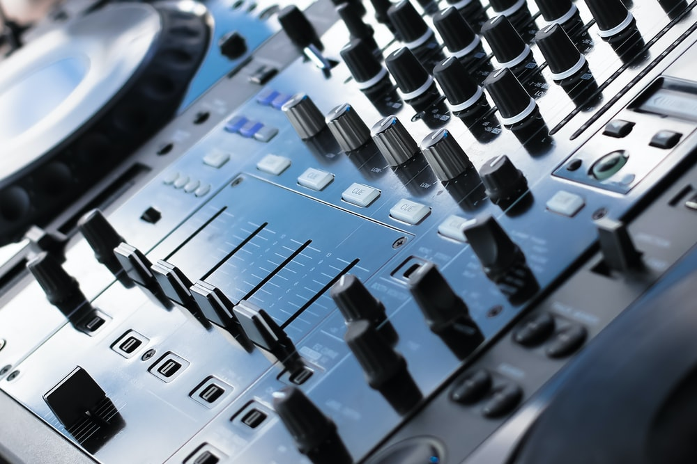closeup photo of of DJ controller