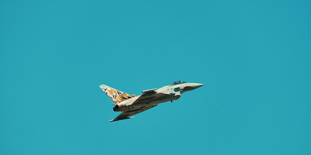 gray aircraft on flight