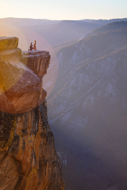 man proposing to woman on ledge