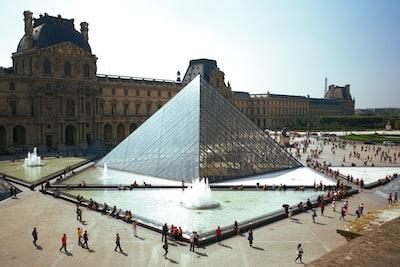 people walking around pyramid landmark france zoom background