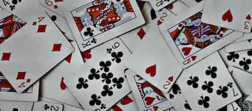 לשחק עם הקלפים גלויים: גישה לבעיה של חשיפה עצמית – סקירת מאמרו של אוון רניק