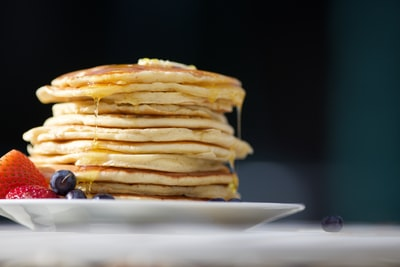 My cousin and I made pancakes for breakfast, so we figured since we had a camera, good lighting, fruit and a lot of syrup, we'd have a go at taking a photo like the professionals.