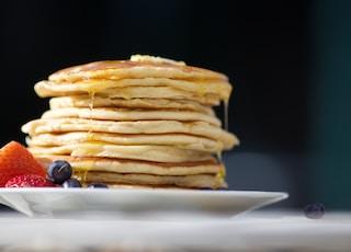 pancakes on palte