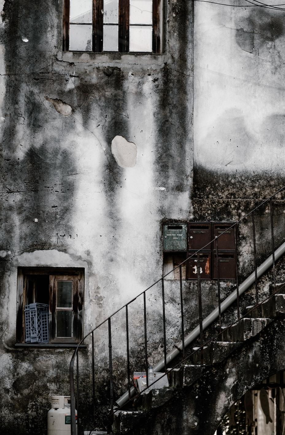 white propane tank near concrete stairs