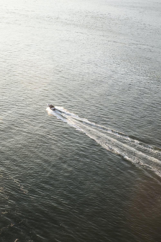 speedboat in ocean during daytime