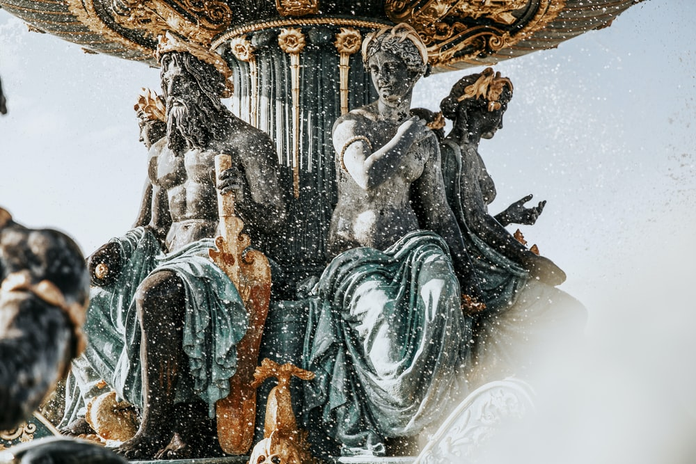 close-up photography of water fountain