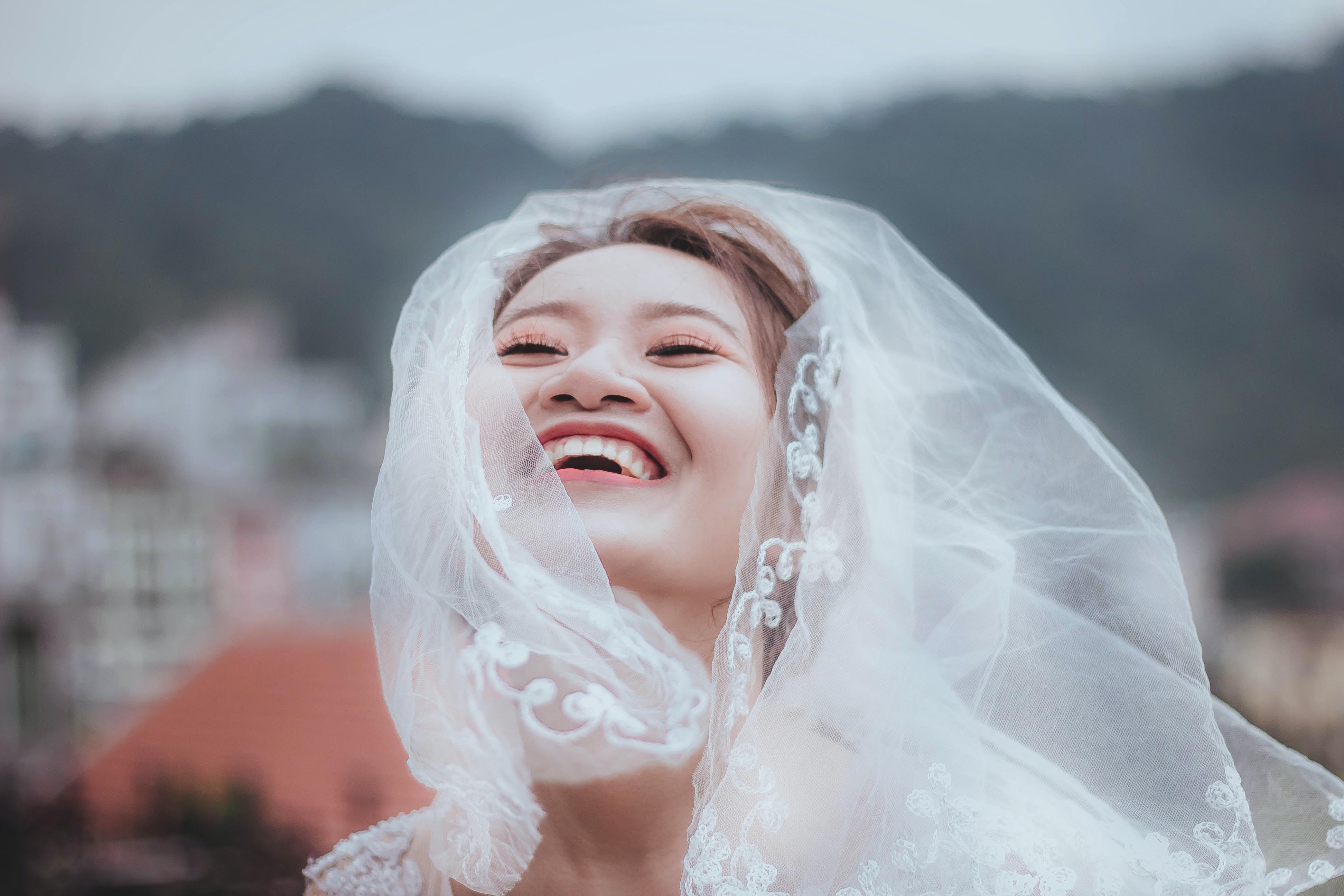 woman wearing white lace wedding veil