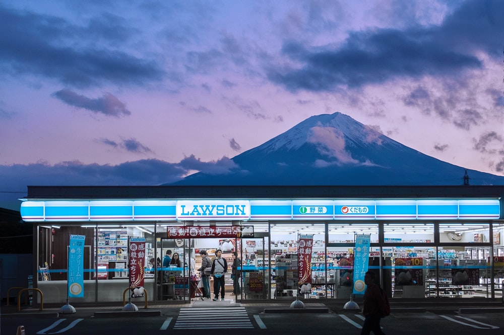 Lawson cafe with mountain at distance photograph