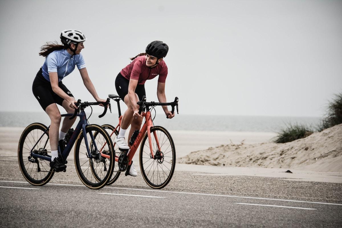 サイクリング道路で走る、GO TO CYCLING