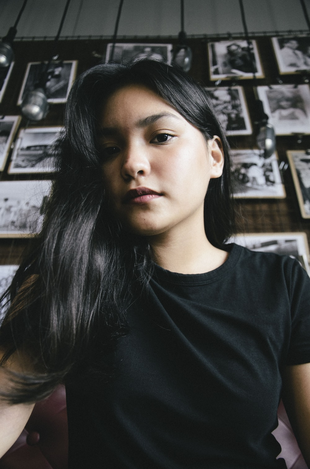 woman wearing black shirt