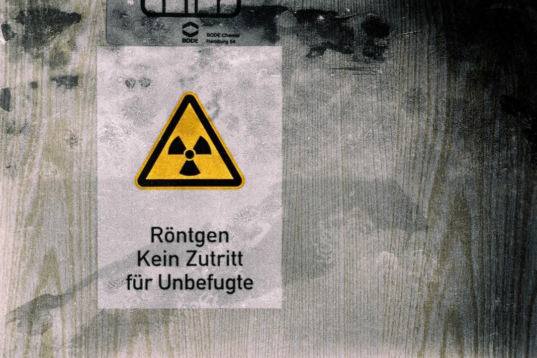 """The german text """"Röntgen, Kein Zutritt für Unbefugte"""" means """"X-ray, no access for unauthorized persons"""""""