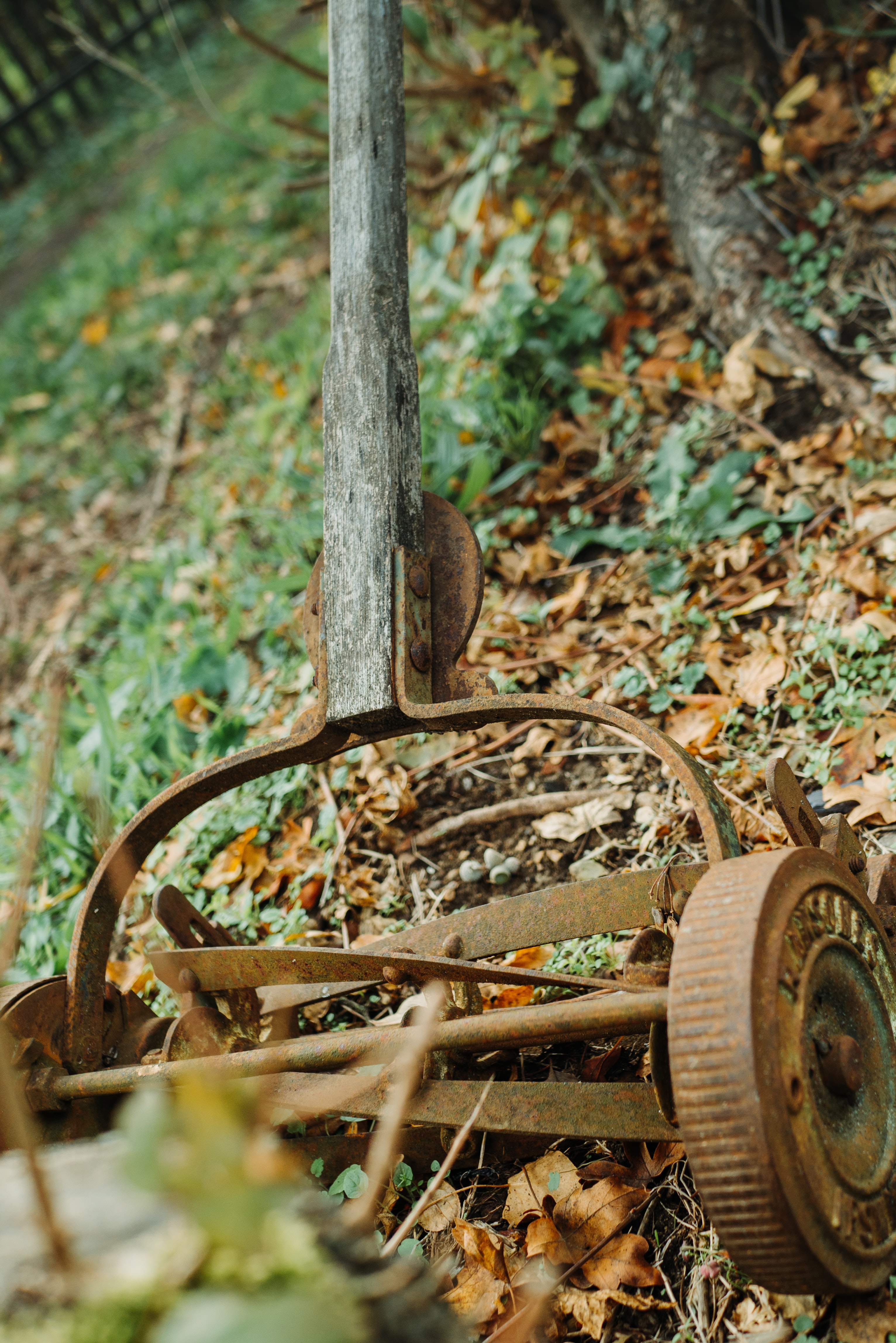 brown metal reel mower close-up photography