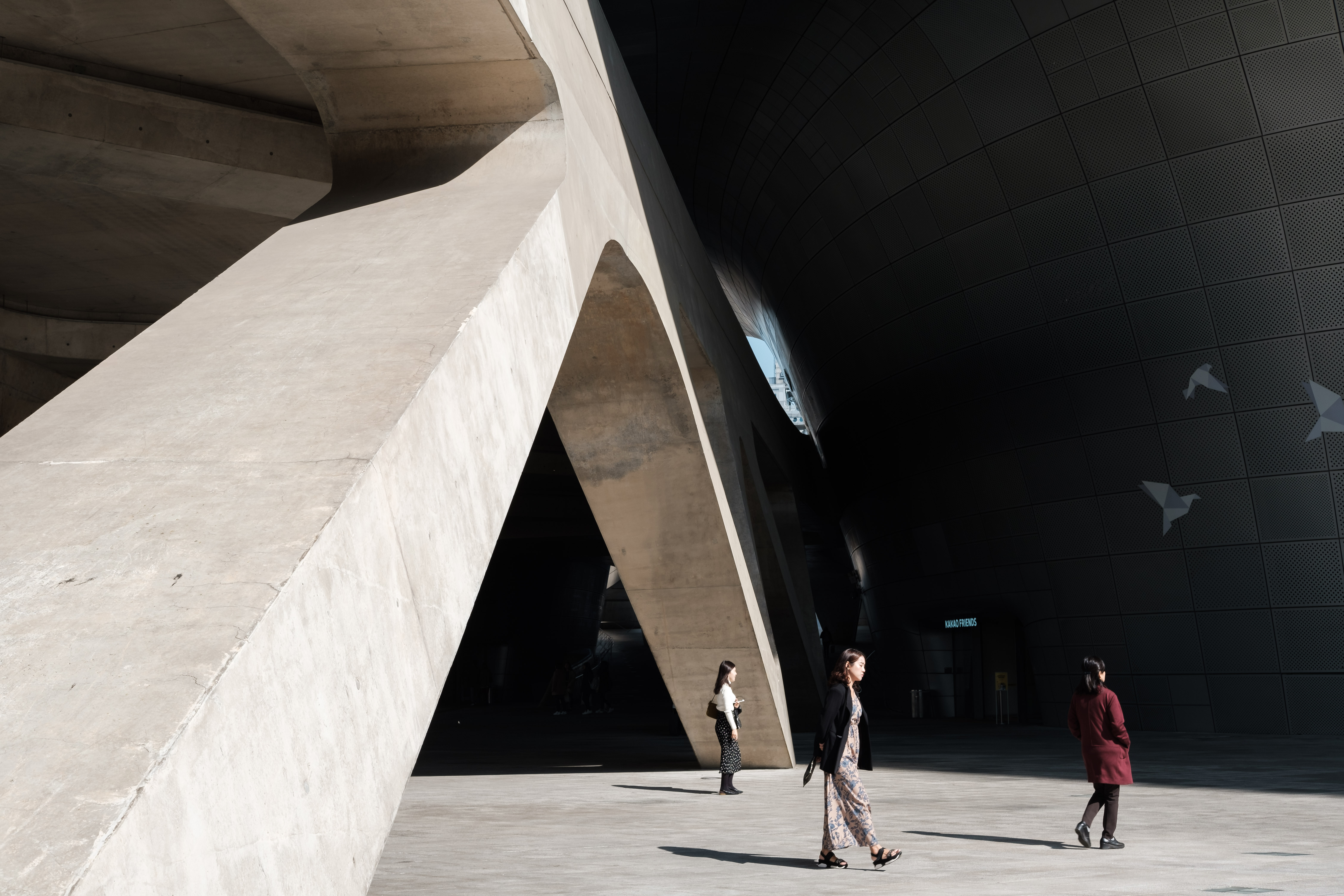 Sunny autumn day in Seoul, visiting Dongdaemun Design Plaza for the first time and marvelling at all the interesting shapes of the building in the afternoon sunlight.