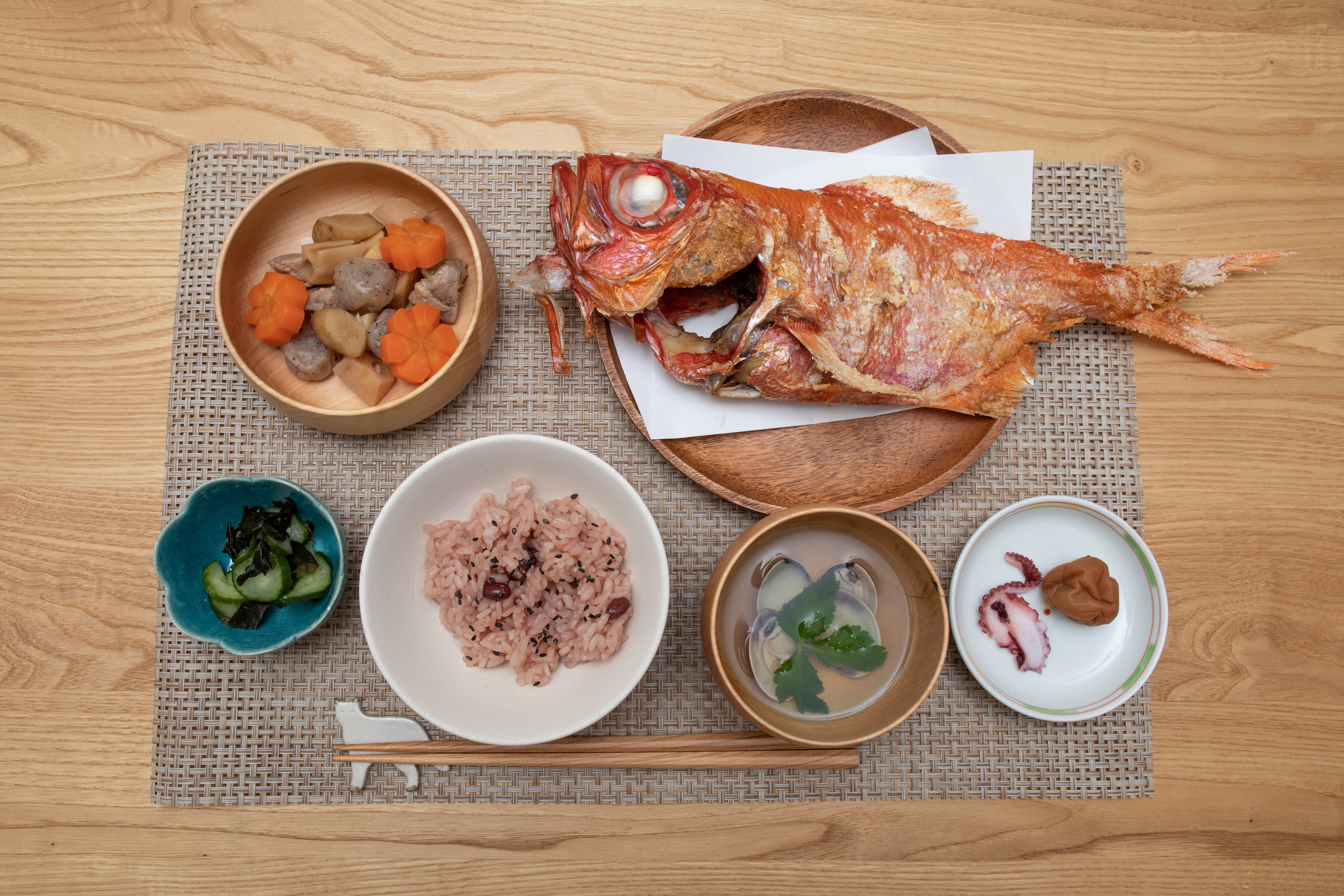 foods in round bowls on brown mat