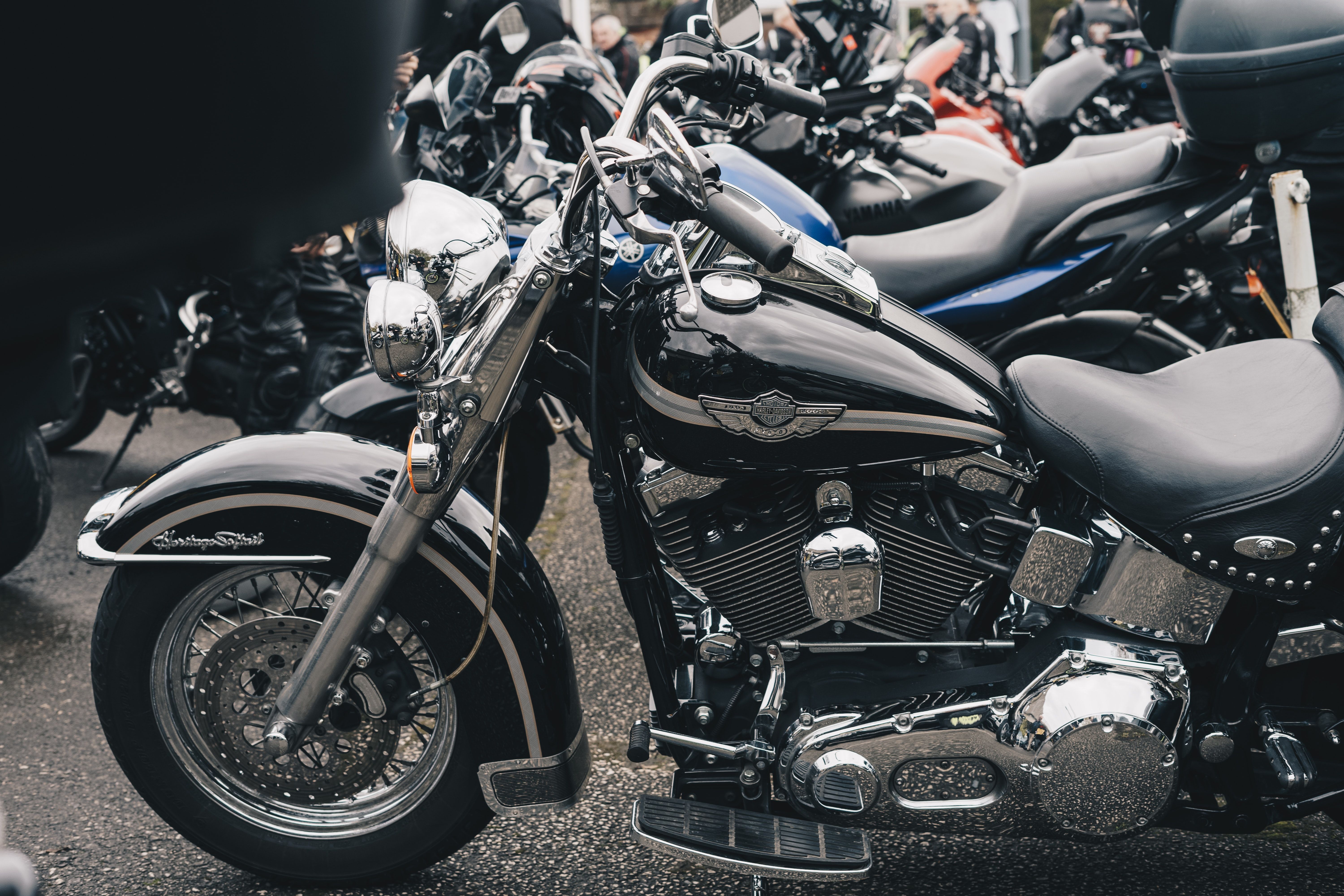 black cruiser motorcycle close-up photography