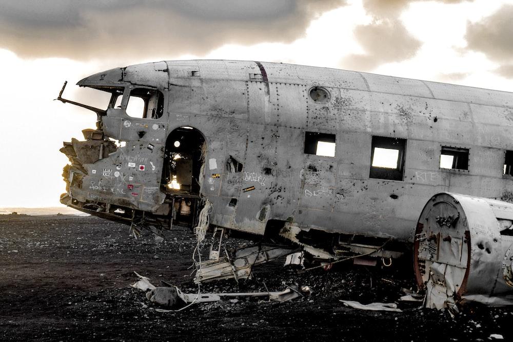 gray airplane digital wallpaper
