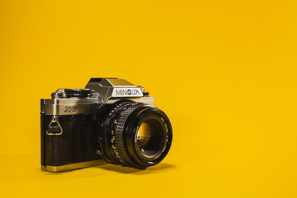 black and gray Minolta DSLR camera