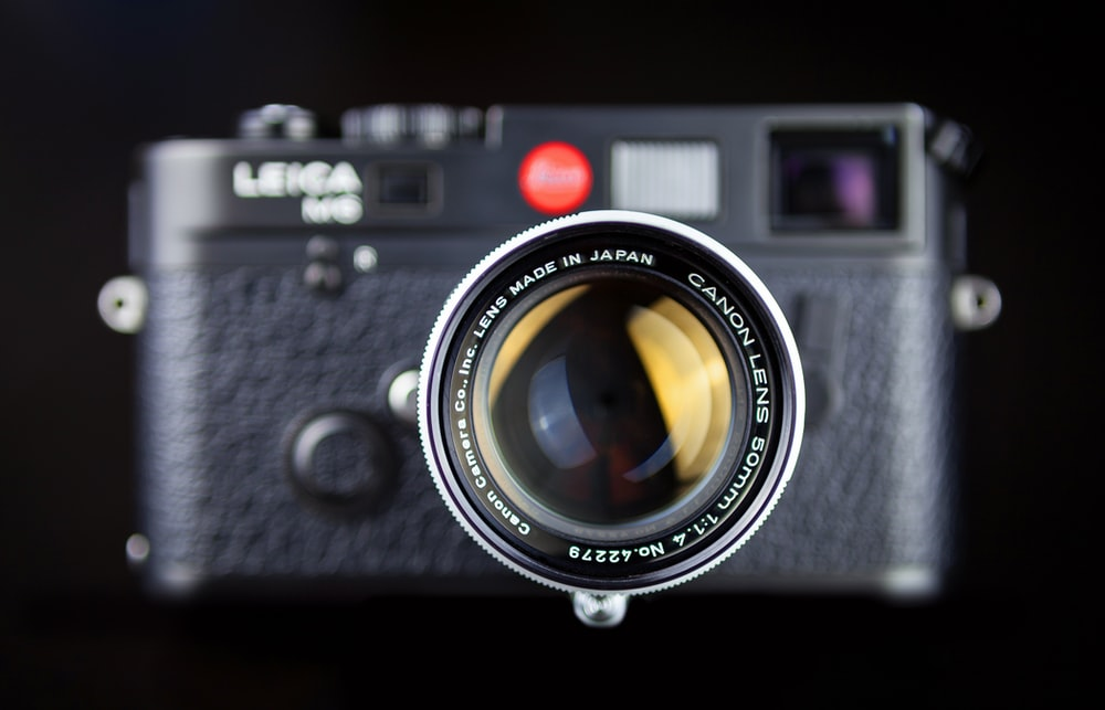 A Leica M6 TTL in black with a Canon     | HD photo by Simon