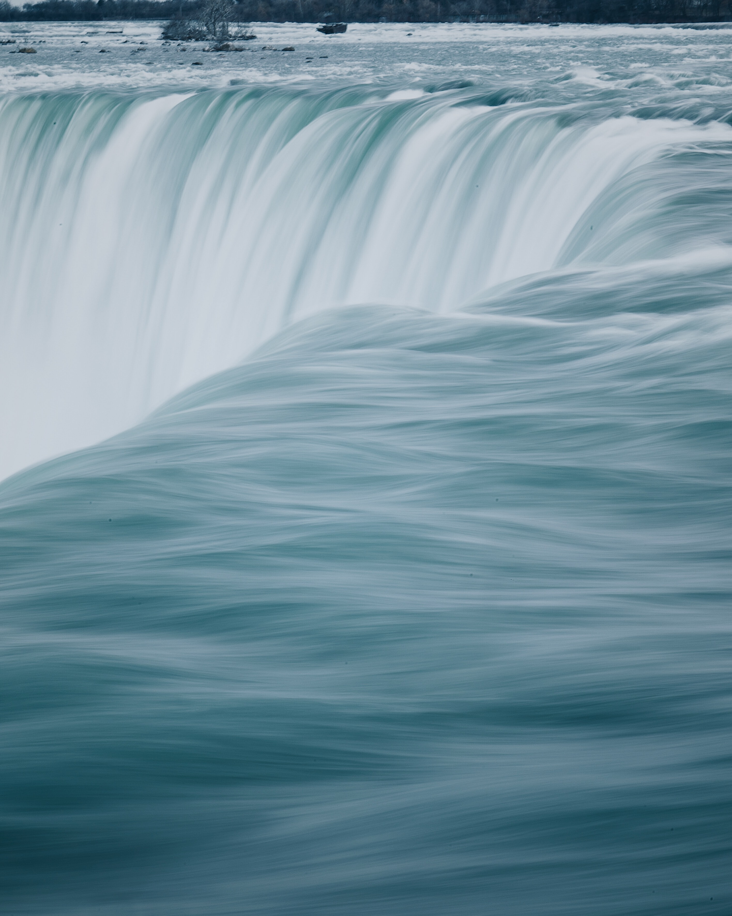 close-up photography of waterfalls