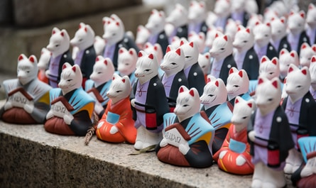 assorted-color cat figurines