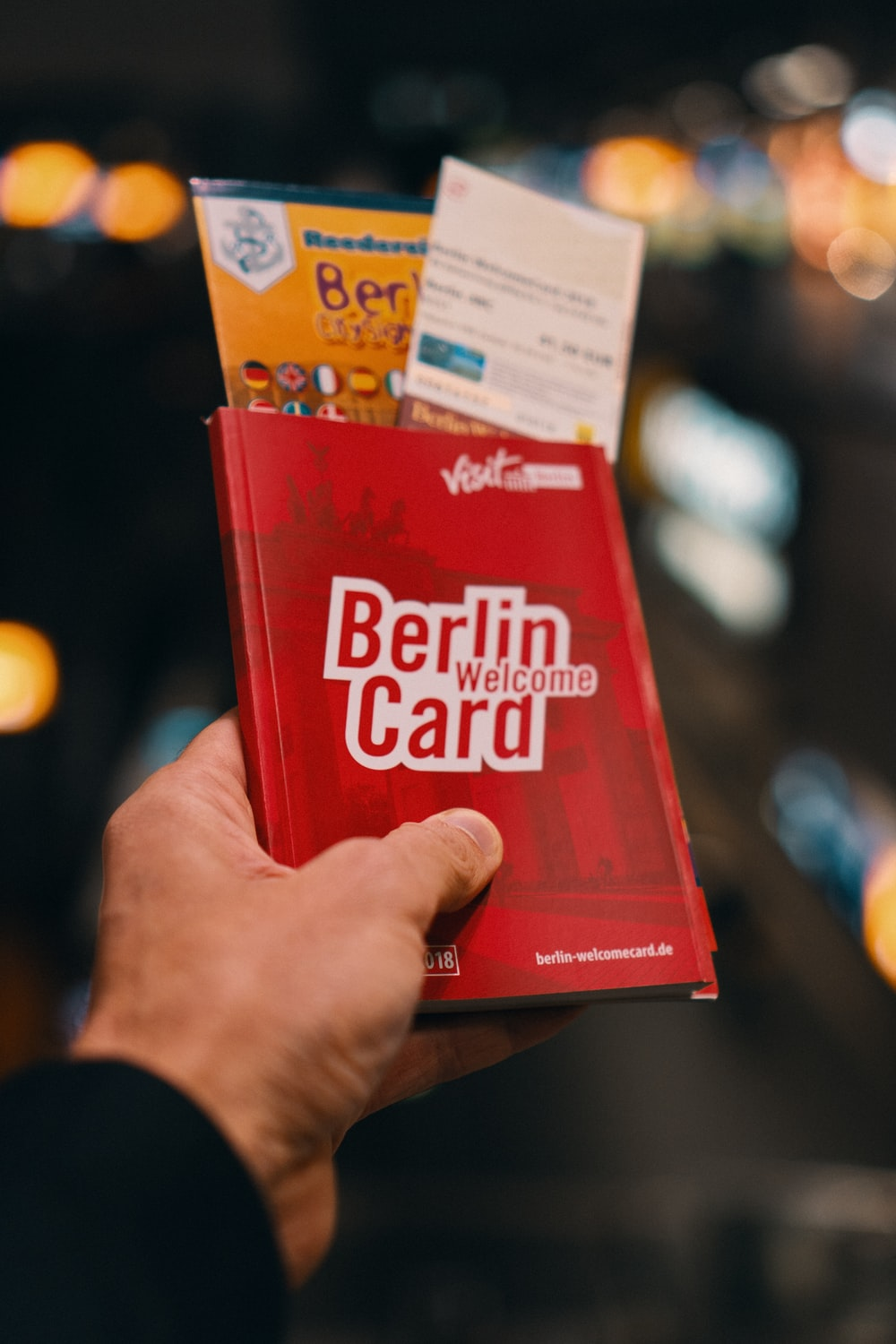 red and white Berlin Card