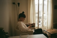 It was the third day of exploring Paris. We decided to have some rest after a long walk fulfilled with sightseeing croissants. After entering our new flat we were fascinated by the light atmosphere of the apartment which basically represents the whole autumn atmosphere of the city.