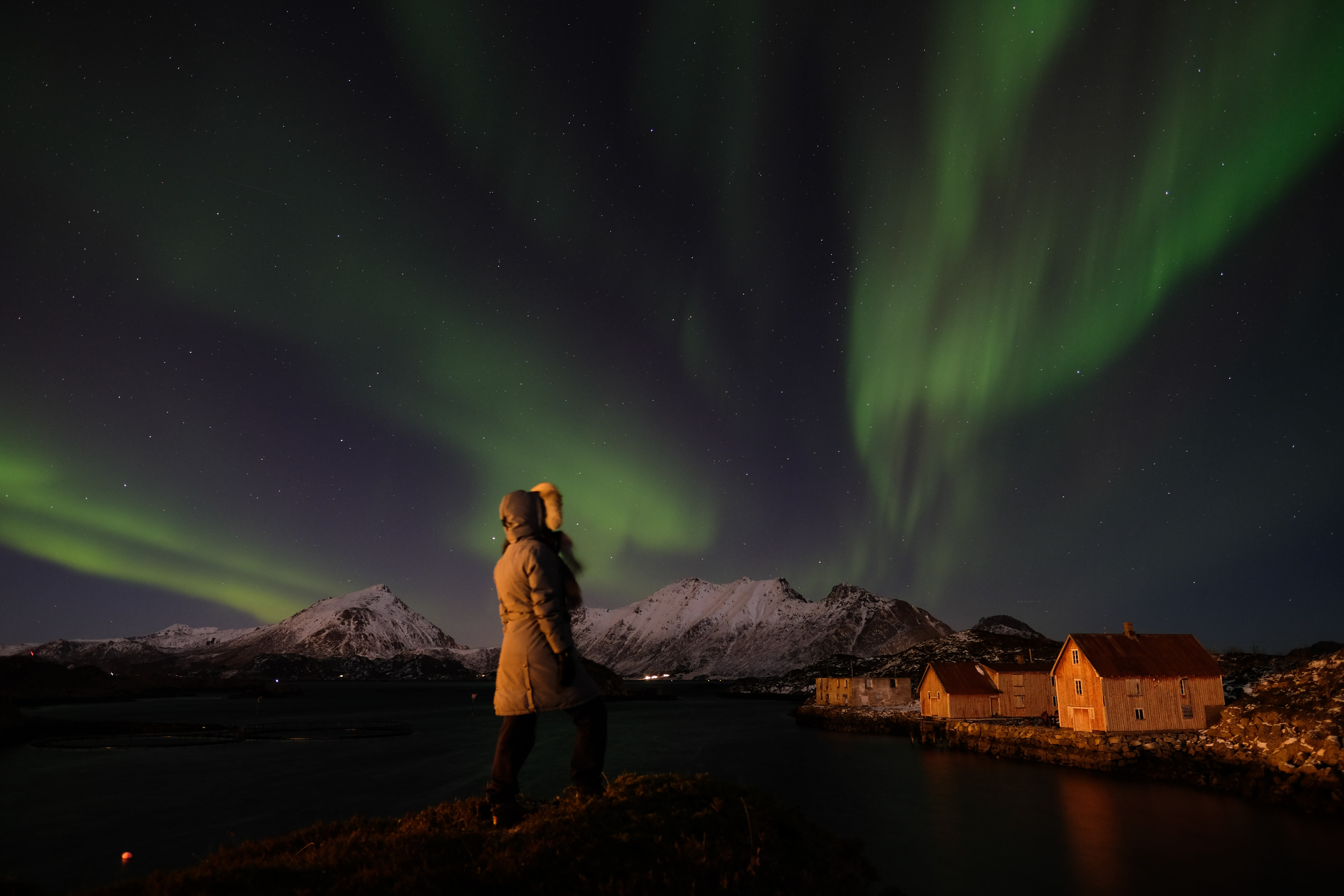 woman standing in front of aurora burial-es