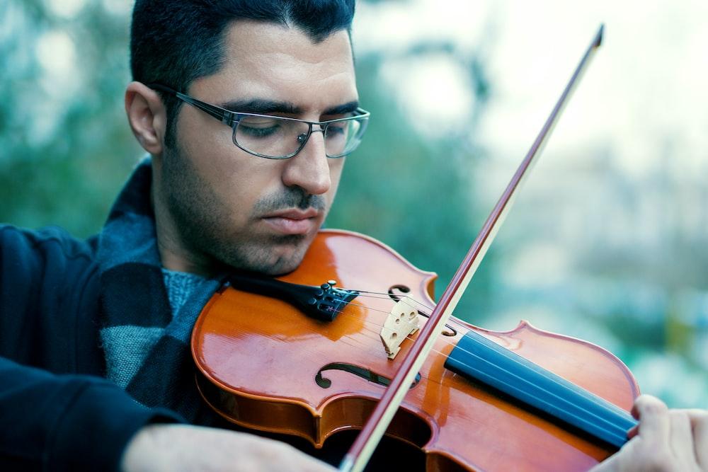 man playing violing